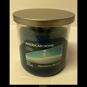 Two wick Yankee candle, fresh scent , blue candle.